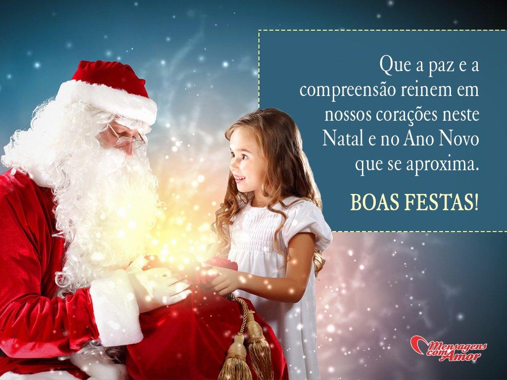 'Que a paz e a compreensão reinem em nossos corações neste Natal e no Ano Novo que se aproxima. Boas Festas!' - Frases de Natal e Ano Novo