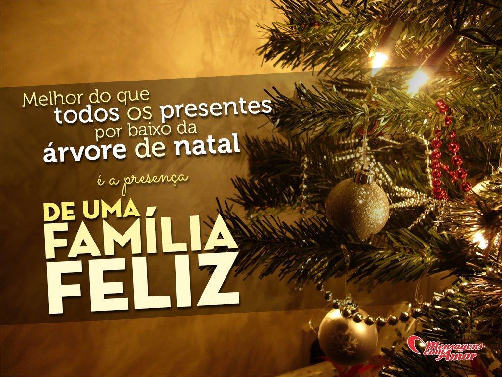 'Melhor do que todos os presentes por baixo da árvore de natal é a presença de uma família feliz' - Frases de Natal e Ano Novo