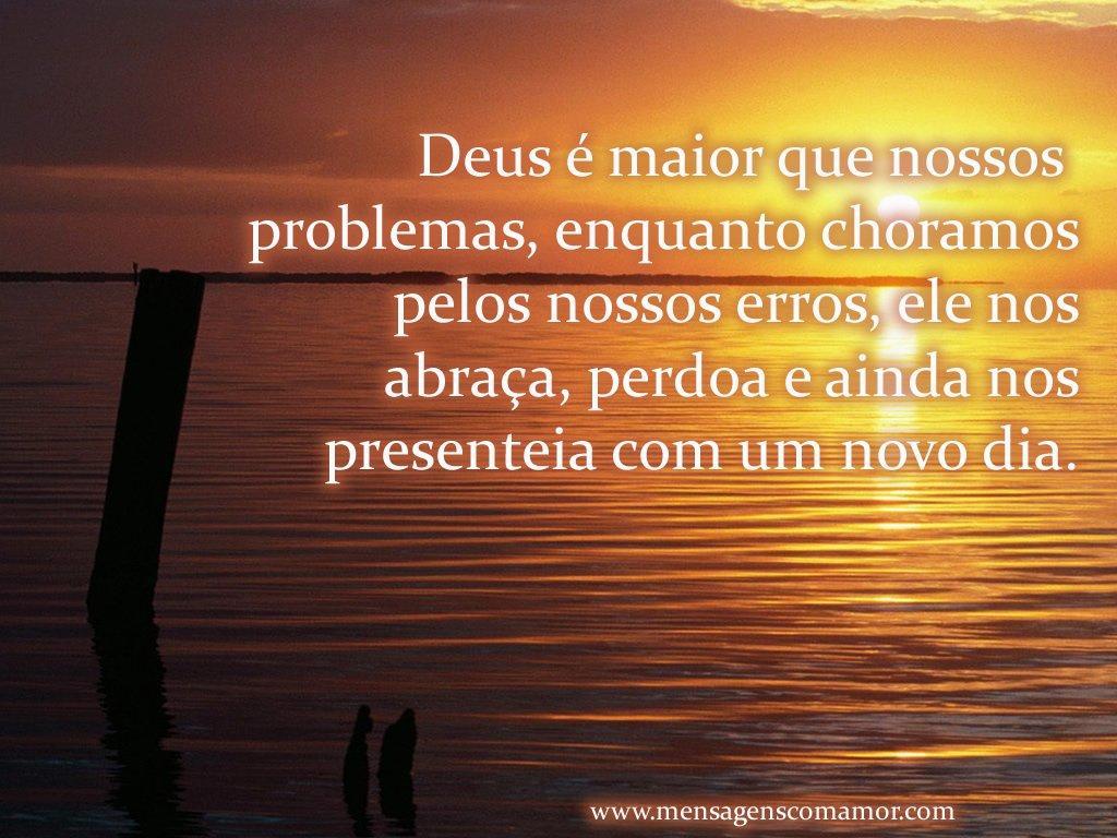 'Deus é maior que nossos problemas, enquanto choramos pelos nossos erros, ele nos abraça, perdoa e ainda nos presenteia com um novo dia' - Imagens de Religião