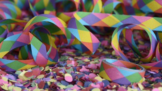 Confetes coloridos de papel