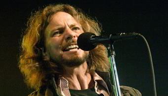 Eddie Vedder cantando