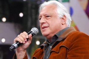 Antônio Fagundes com microfone
