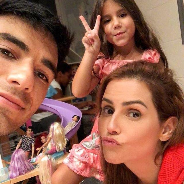 Deborah Secco com família