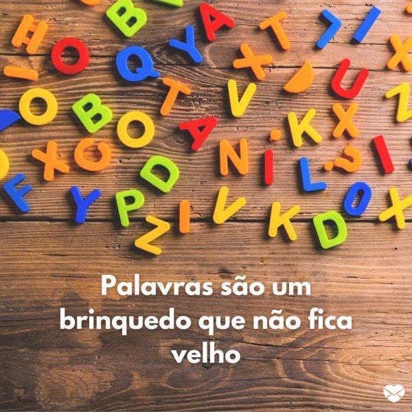 'Palavras são um brinquedo que não fica velho.' - Frases para o Dia da Infância