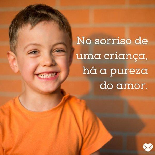 'No sorriso de uma criança, há pureza do amor.' - Frases para o Dia da Infância