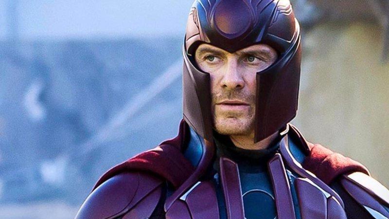 Personagem Magneto caracterizado em cena de filme.
