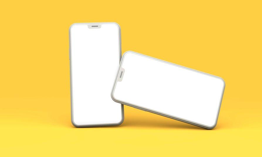 Dois celulares brancos em fundo amarelo
