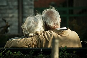 Resultado de imagem para casal idosos na moto