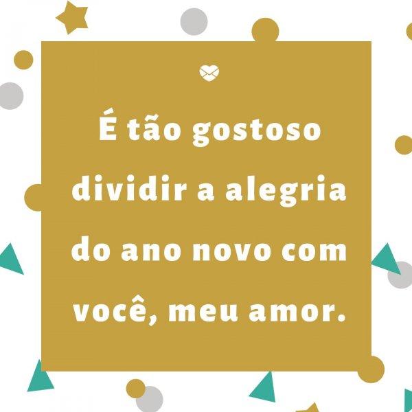 'É tão gostoso dividir a alegria do ano novo com você, meu amor. ' - Frases de Amor para o Ano Novo