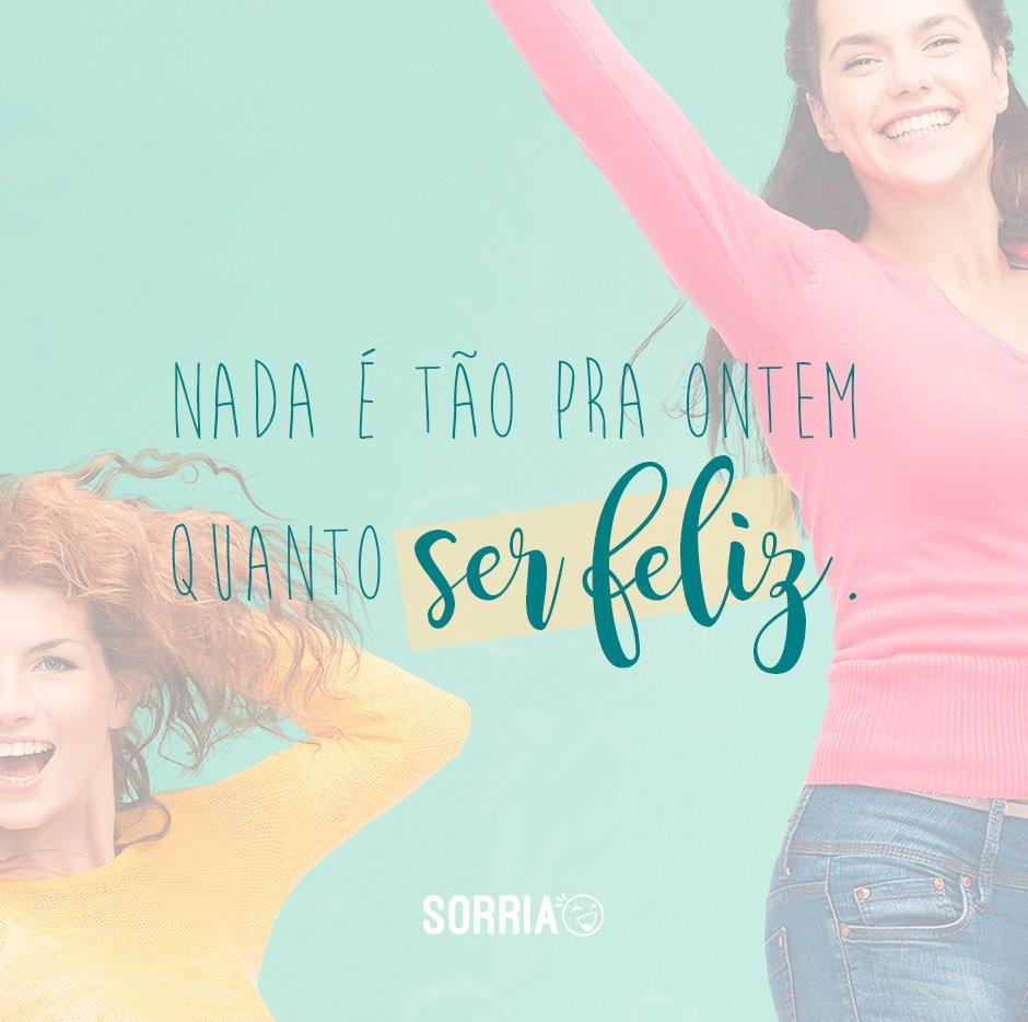 'Nada é tão pra ontem quanto ser feliz.' - Frases Traduzidas