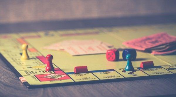 Jogo de tabuleiro Monopoly.