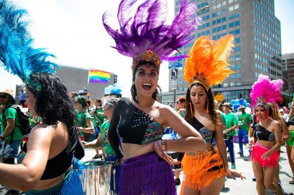 Mulheres fantasiadas no Carnaval
