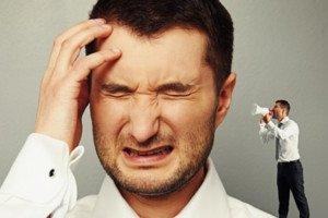 Imagem de homem com dor de cabeça