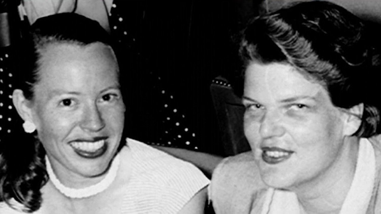 Del Martin e Phyllis Lyon sorrindo uma ao lado da outra