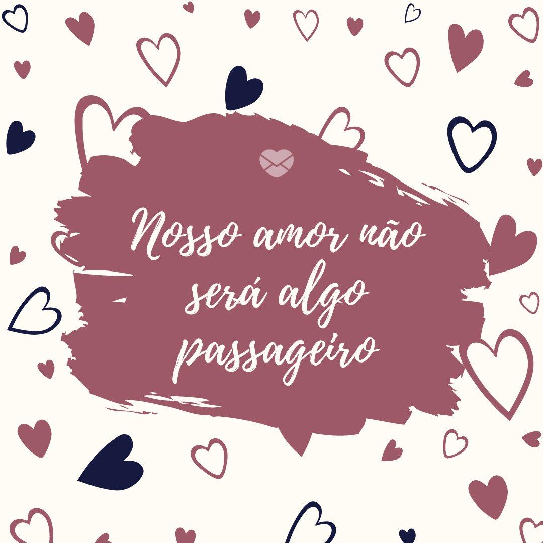 'Nosso amor não será algo passageiro' - Frases para legendas românticas