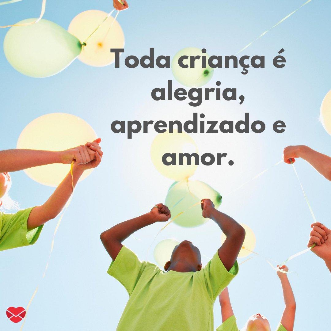 'Toda criança é alegria, aprendizado e amor.' - A pureza dos pequenos corações