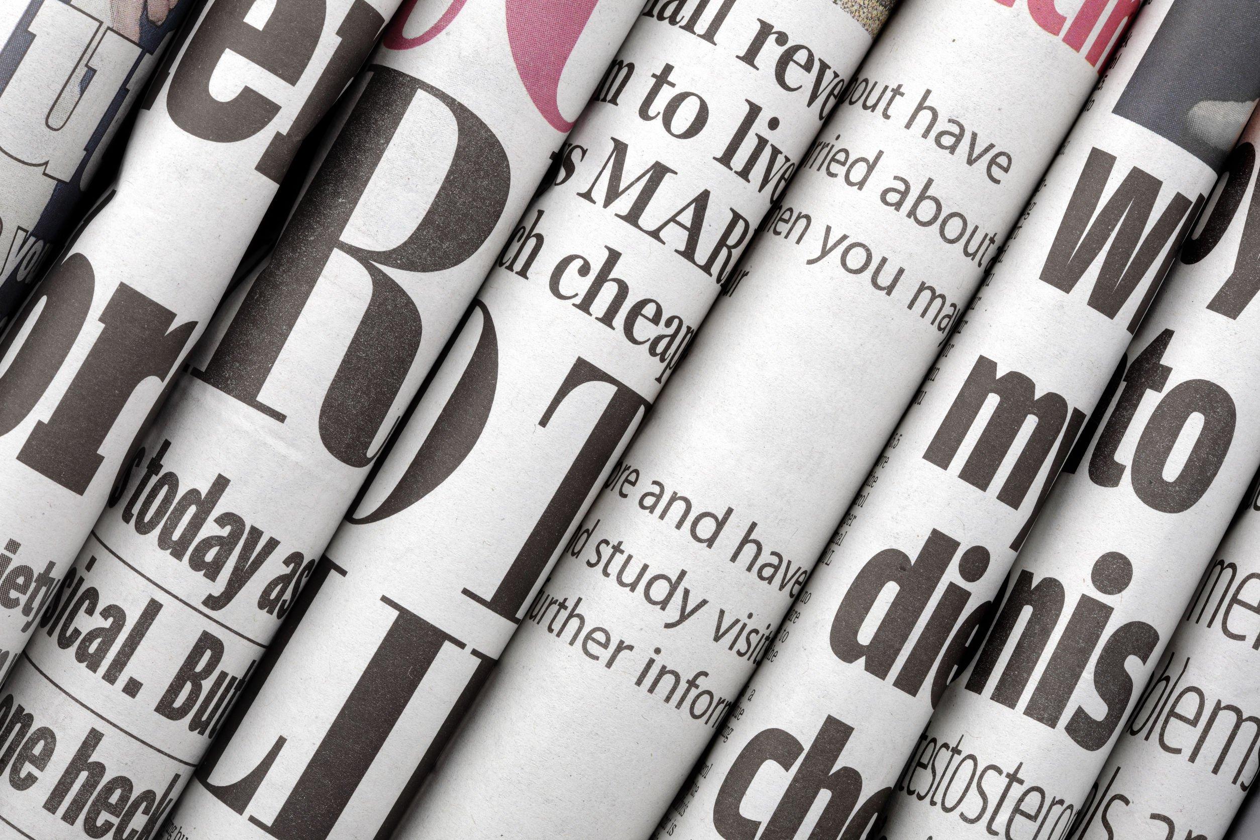 Jornais um ao lado do outro