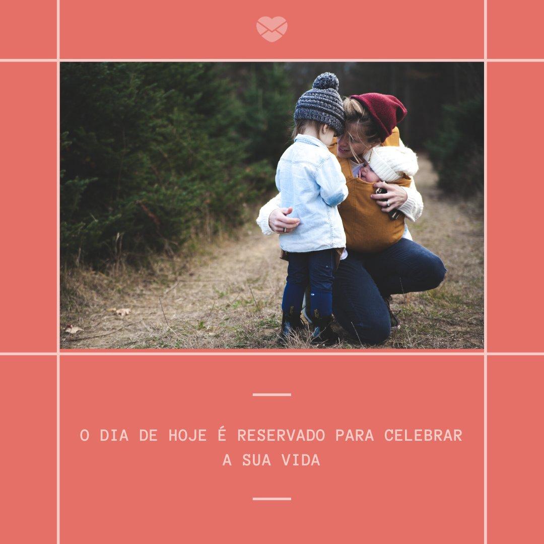 'O dia de hoje é reservado para celebrar a sua vida' - Mensagens para aniversário de 2 anos