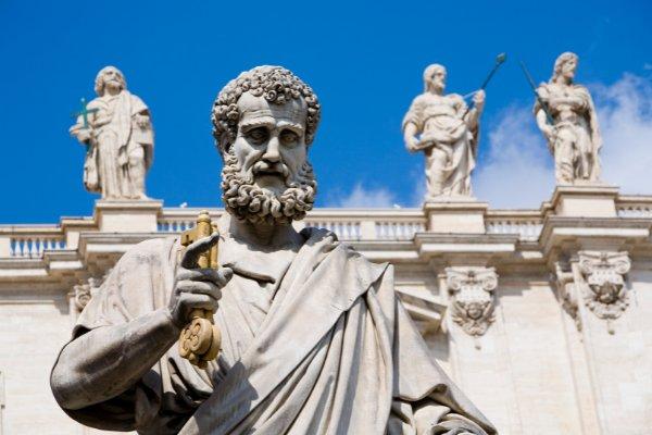 Estátua de São Pedro.