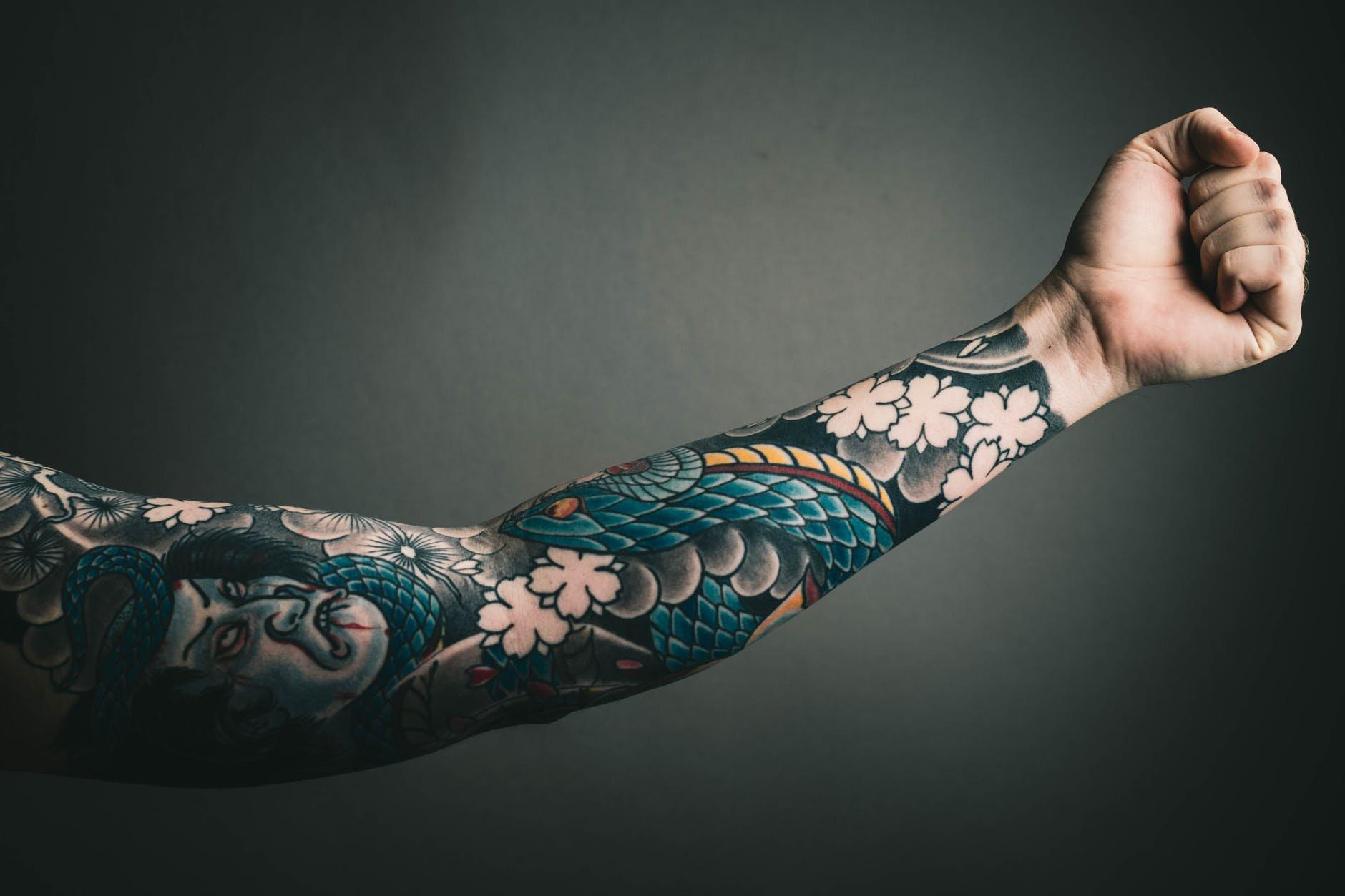 Cantor Todo Tatuado Brasileiro ideias para tatuar - ideias para tatuagens - arte e cultura