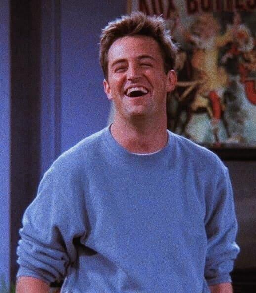 Chandler Bing sorrindo