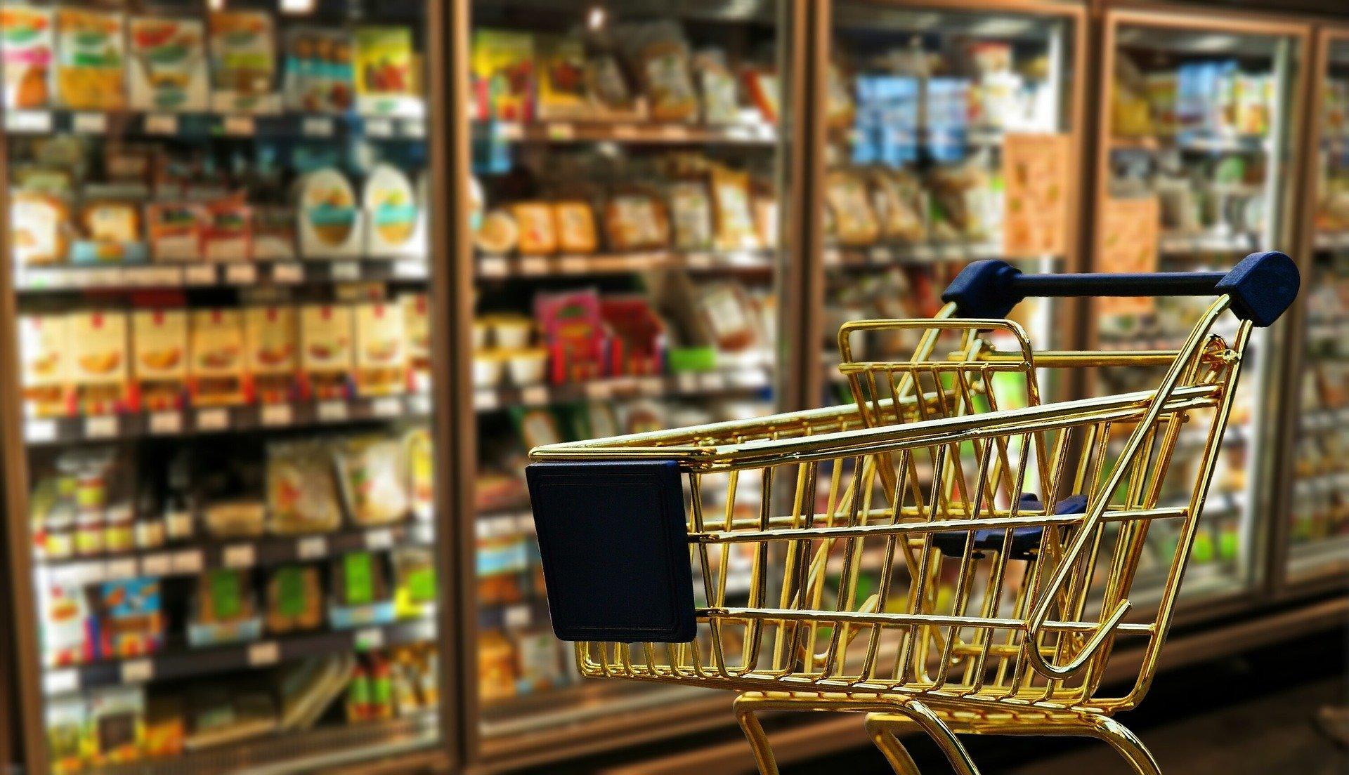 Carrinho de comprar em supermercado