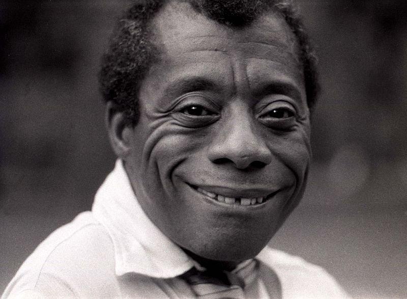 James Baldwin sorrindo