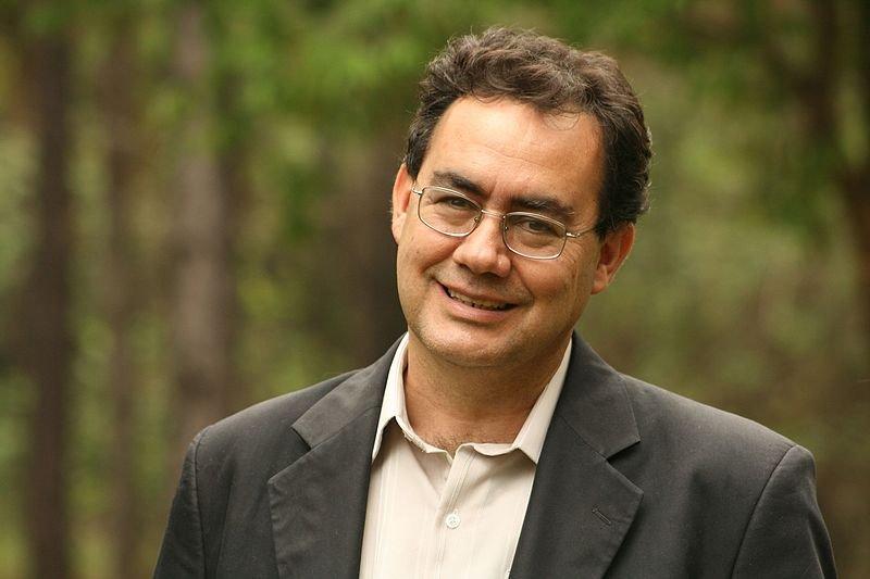 Psiquiatra, Augusto Cury, sorrindo