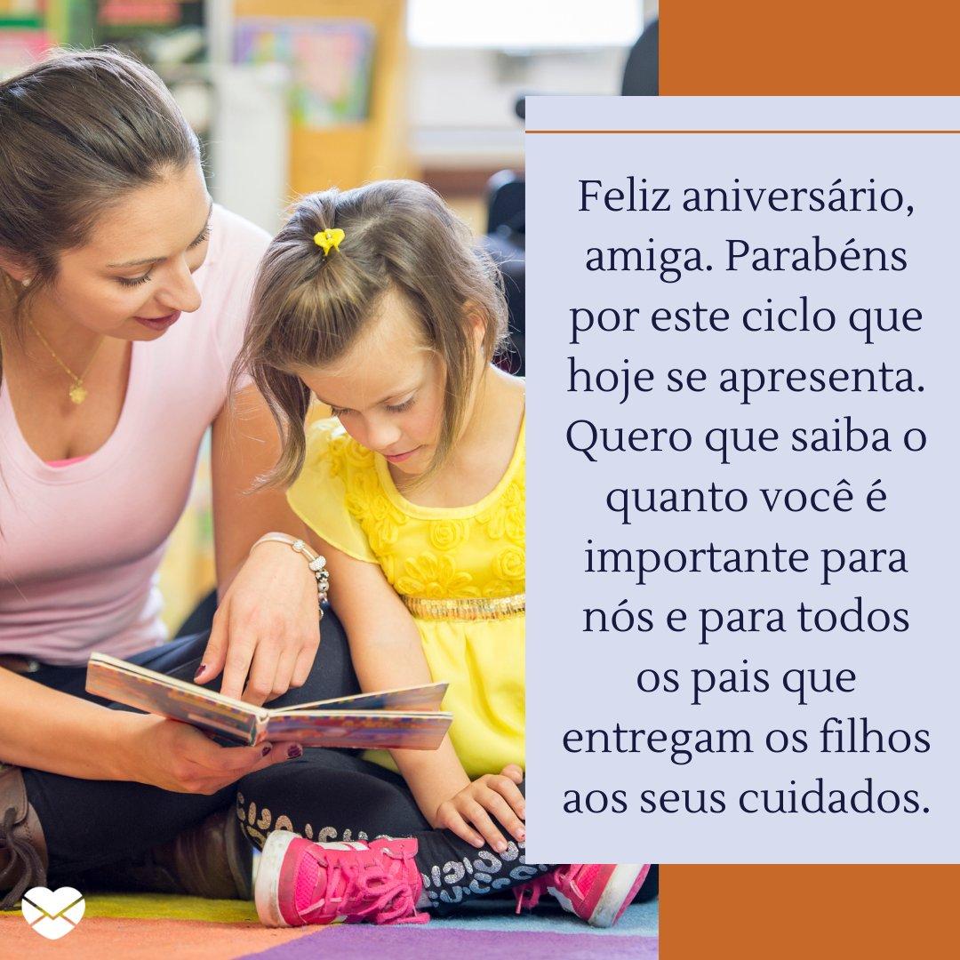 'Feliz aniversário, amiga. Parabéns por este ciclo que hoje se apresenta. Quero que saiba o quanto você é importante para nós e para todos os pais que entregam os filhos aos seus cuidados.' - Mensagens de Aniversário para Cuidador de Crianças.