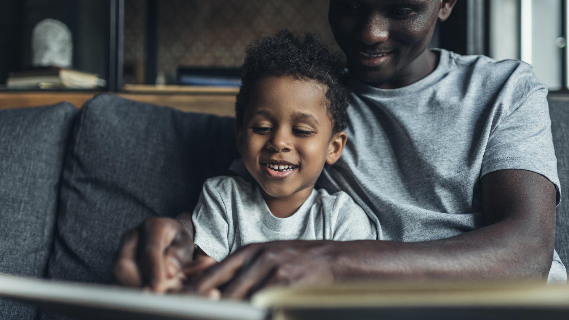 Irmãos que brigam muito: 4 coisas que os pais podem fazer