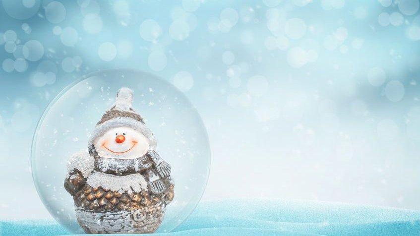 Boneco de neve dentro de bola de vidro