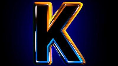Letra K desenhada em fundo preto, com borda colorida em laranja e azul.