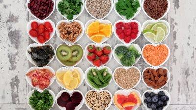 Potes com frutas e legumes