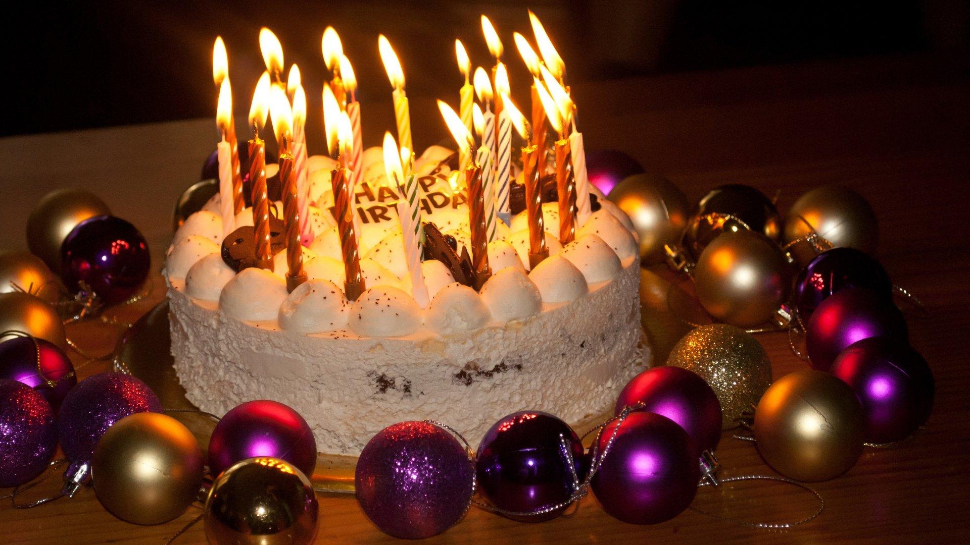Bolo de aniversário com velas