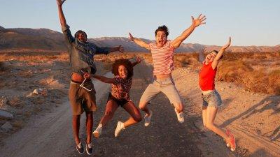 Amigos pulando