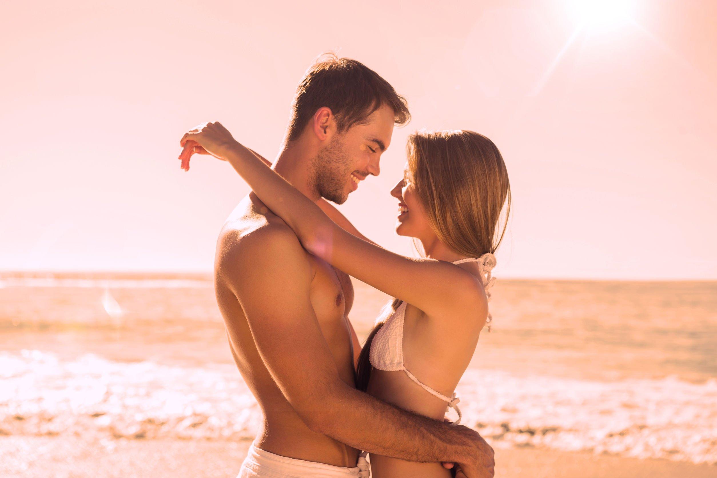 Рассказы секс втроём на пляже, Свингеры рассказы -историй. Читать порно онлайн 13 фотография