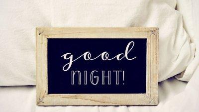 Placa escrito Good Night (boa noite, em inglês)