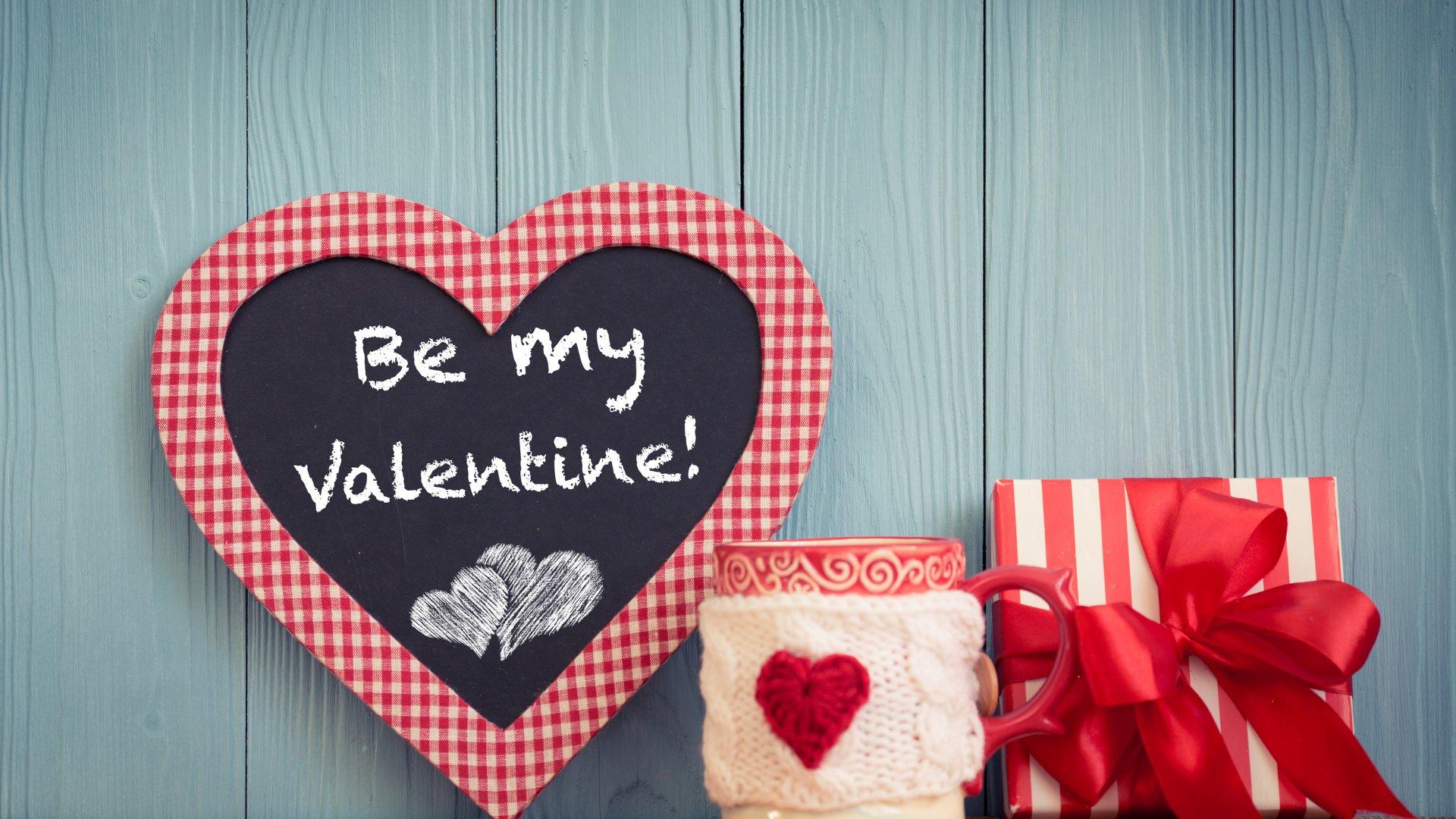 Cartão em formato de coração com a frase 'Be my valentine'