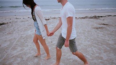 Segura A Minha Mão Vamos Descobrir O Mundo Juntos