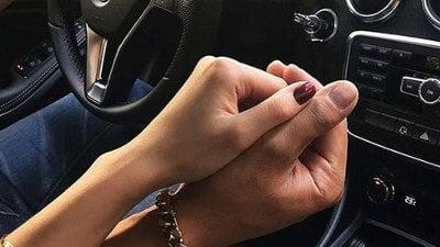 Aprendi A Viver Segurando Sua Mão O Amor Está No Ar