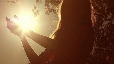 Reflexão Na Primeira Pessoa Frase A Luz Que Me Guia é Mais Forte Do