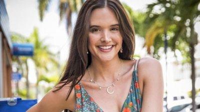 Juliana Paiva sorrindo
