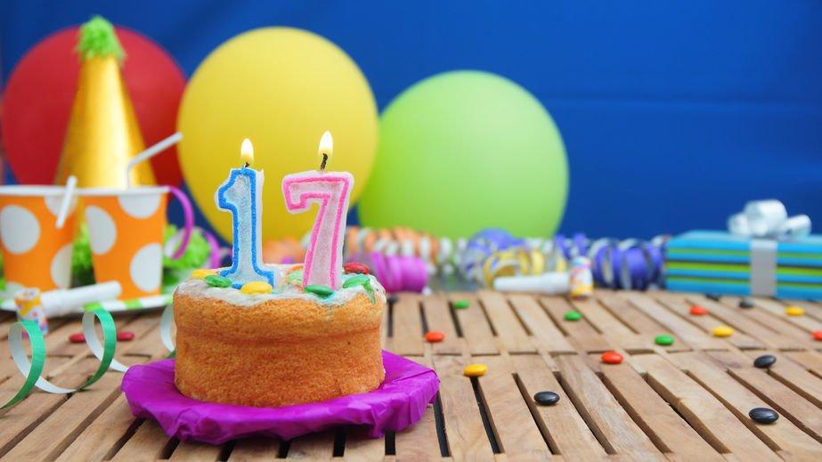 Frases De Aniversario De 17 Anos: Para Quem Está Completando 17 Anos. A Um Passo Da Maioridade