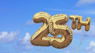 Balões dourados compondo o número