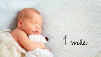 Foto de bebê recém-nascido dormindo com escrito 1 mês
