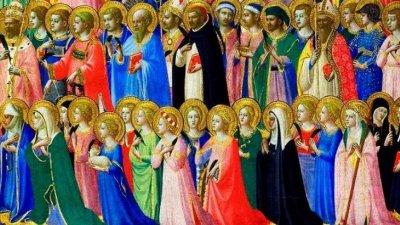 Duas fileiras de santos rezando.