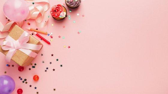 Ilustração de aniversário com escrito: Feliz aniversário, Cunhada!