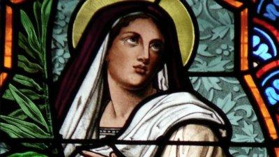 Imagem de Santa Eugênia em vitral.