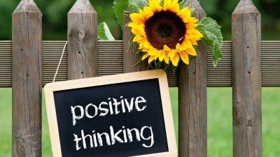 Positive thinking escrito em uma lousa