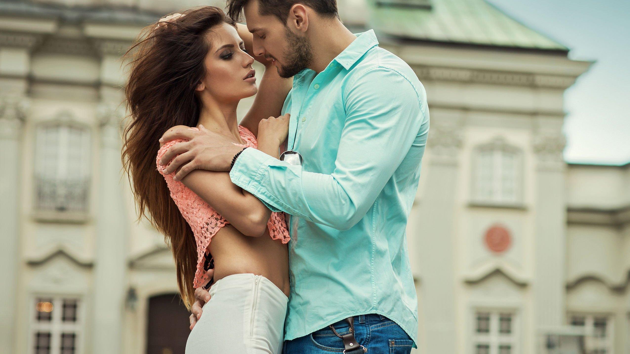 Foto de casal abraçados